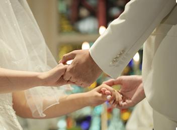 結婚式や、法事などの冠婚葬祭への出席の際に